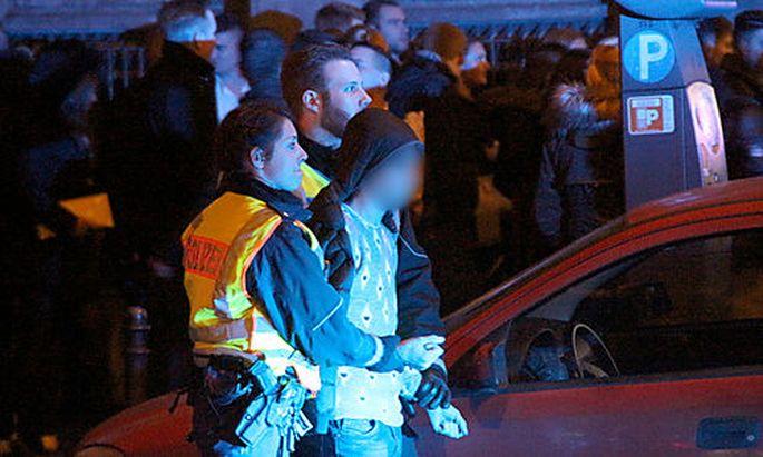 Festnahme am Kölner HBF zu Silvester