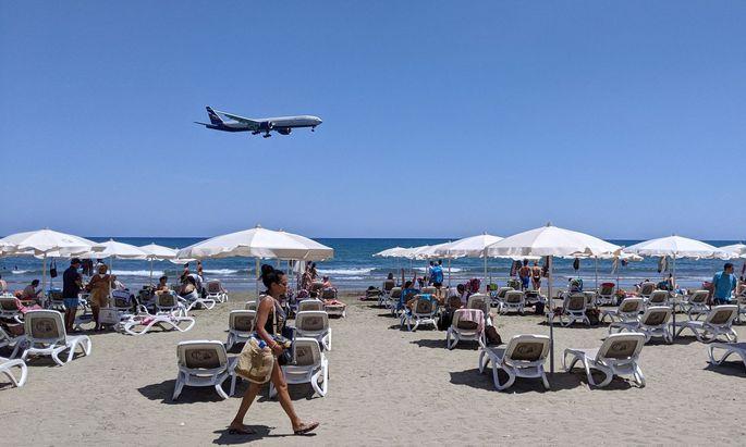 Der Strand ruft: Die sogenannten Warmwasserdestinationen rund ums Mittelmeer sind derzeit die Haupttreiber bei den wieder steigenden Flugbuchungen.