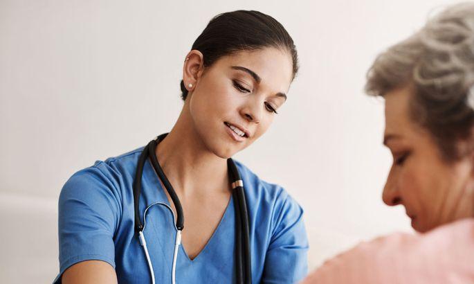 Die Aufgaben in der Pflege werden vielfältiger, die Ausbildungen entsprechend aufgefächert und aufgewertet.