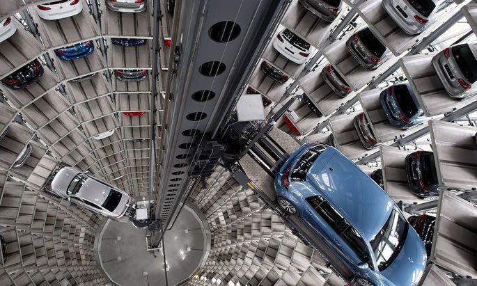 Autostadt, Volkswagen AG Deutschland, Germany, Wolfsburg, Niedersachsen, Lower Saxony, 28.04.2016 Innenansicht vom Auto