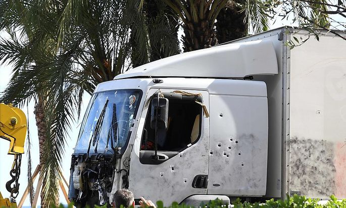 Der mit Kugeln durchsiebte Truck.