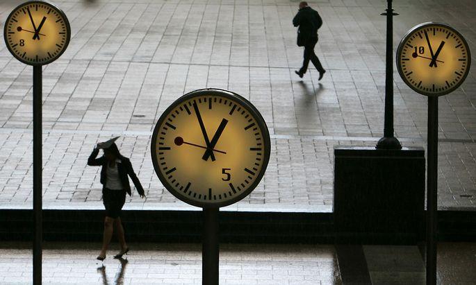 Regen in Londons Canary Wharf. Die Stadt ist für schlechtes Wetter bekannt und dennoch der beliebteste Arbeitsort.