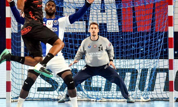 Thomas Bauer ist seit eineinhalb Jahren eine Größe im Tor des portugiesischen Meisters FC Porto. Momentan ruht der Sport aber auch in Portugal.