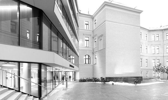Vom Gefängnishof zum öffentlichen Raum: neuer Haupteingang in die . . .