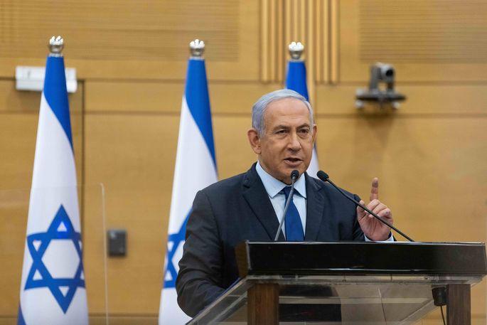 Mit einer Strategie aus Einschüchterung und Lockangeboten zielt Benjamin Netanjahu auf das Lager rechter Rivalen.
