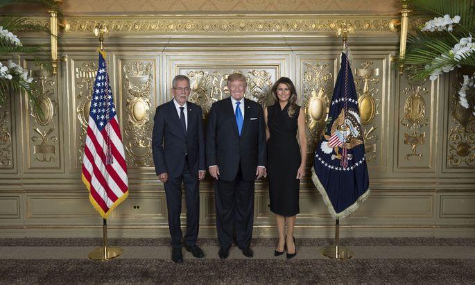 Alexander van der Bellen beim Empfang von US-Präsident Donald Trump und seiner Frau Melania.