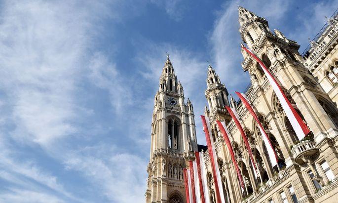 Die Wiener Stadtregierung und die Bundesregierung liefern sich einen Schlagabtausch.