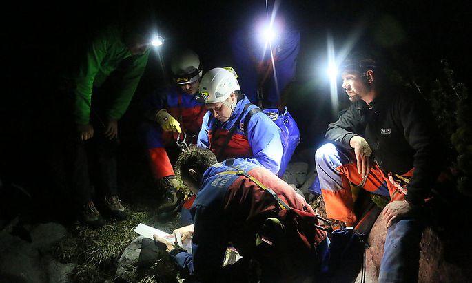 Für die Höhlenretter in Bayern ist es ein schwieriger Einsatz in der Riesending-Schachthöhle.