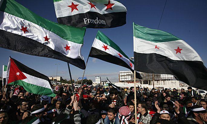 Wieder gingen in Syrien Zehntausende auf die Straßen, um gegen das Assad-Regime zu protestieren.
