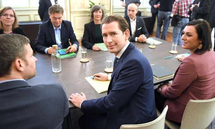 Die Chefs der Verhandlungsgruppen - jeweils sechs von ÖVP und Grünen