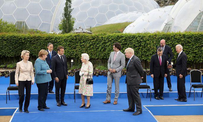 """Empfang beim """"Eden Project"""": Die Quen und die G7 Staats- bzw. Regierungschefs."""