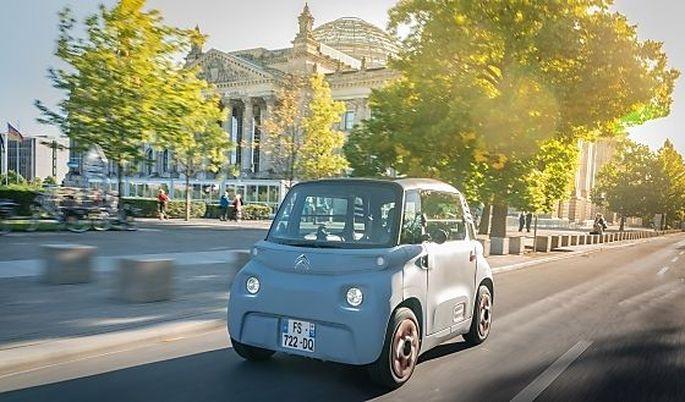 Elektrisch, kürzer als ein Smart, zwei Sitzplätze – die eine Tür geht nach vorn, die andere nach hinten auf: Citroën Ami.