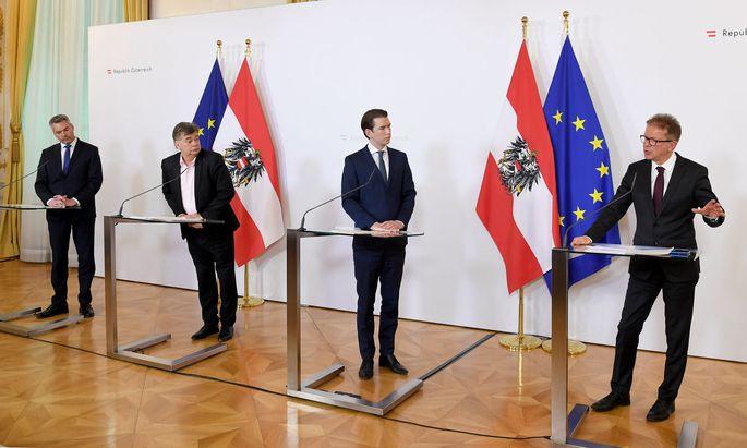 Innenminister Nehammer, Kanzler Kurz (beide ÖVP), Vizekanzler Kogler und Gesundheitsminister Anschober (beide Grüne)