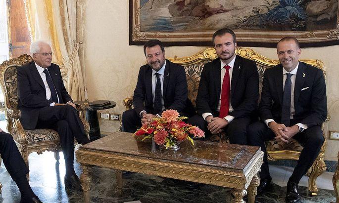 Salvini sieht die Möglichkeit einer Wiederbelebung der Partnerschaft mit der Fünf Sterne-Bewegung als noch machbar.