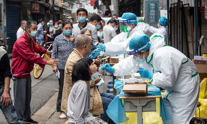 Die Bürger von Wuhan traten zum Coronavirus-Test an.