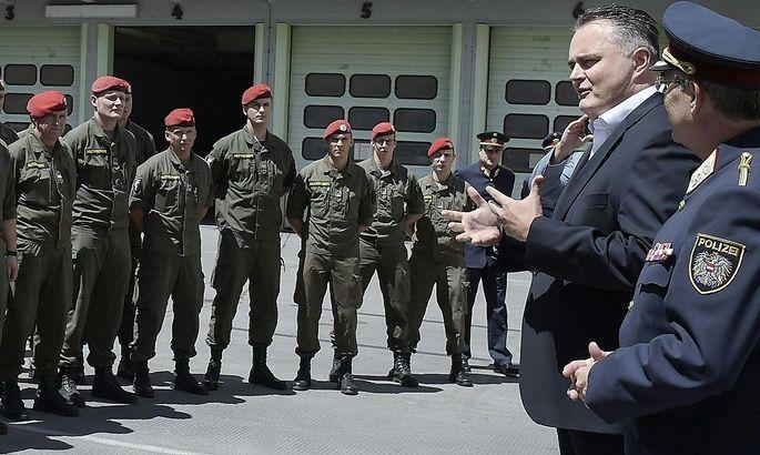 Soldaten bereiten sich auf Objektschutz vor