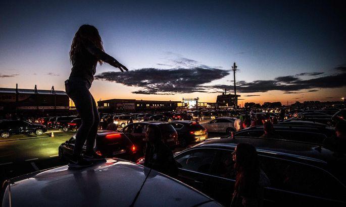 Ein Rapkonzert auf einer slowakischen Autorennstrecke Anfang Juni. Bald sperren in der Slowakei auch die Klubs wieder auf.