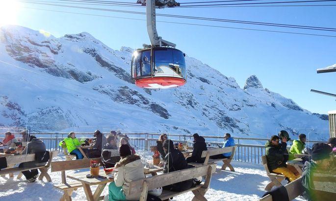Trotz hoher Infektionszahlen sind in der Schweiz Hotels, Gastronomie und Handel weitgehend geöffnet.