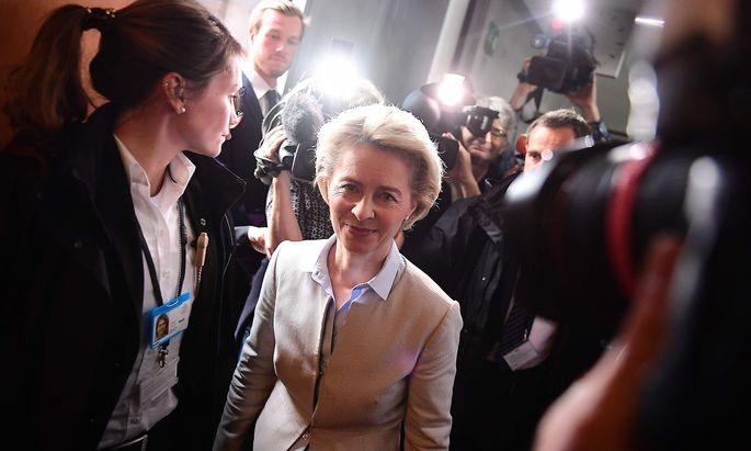 Die deutsche Verteidigungsministerin von der Leyen gerät immer mehr unter Druck.