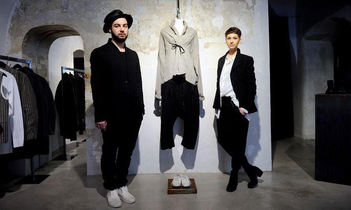 Toni Tramezzini und Stefanie Hofer in ihrem Geschäft Eigensinnig.