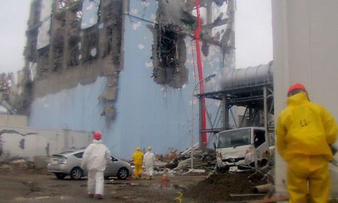 Ein Archivbild (22. März) vom Gelände des Unglücks-AKW Fukushima.