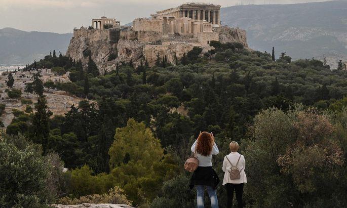 Keine Sterne in Athen, stattdessen Schnaps in St. Kathrein? Wer seinen Urlaub bereits gebucht hat, will ihn in der Regel auch antreten. Manchen ist ein Flug aber noch zu heikel.