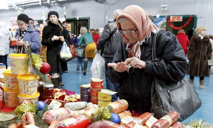 File photo of woman at food fair in Ulyanovka