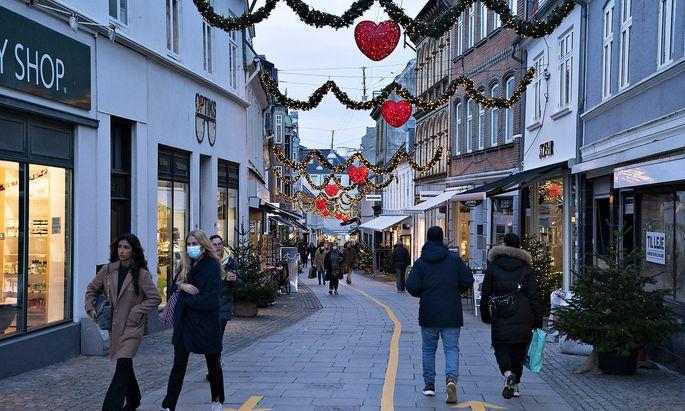 Die weihnachtlich dekorierte Innenstadt von Aalborg.