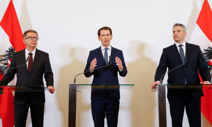 Das Triumvirat gegen das Coronavirus: Rudolf Anschober, Sebastian Kurz und Karl Nehammer (v. l. n. r.) traten am Freitag erneut im Kanzleramt vor die Medien.