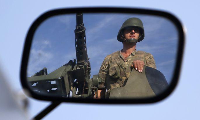 Ein türkischer Soldat an der syrischen Grenze: Die jüngste Militäroperation im Nachbarland war vorrangig gegen die kurdischen Milizen in Nordsyrien gerichtet.