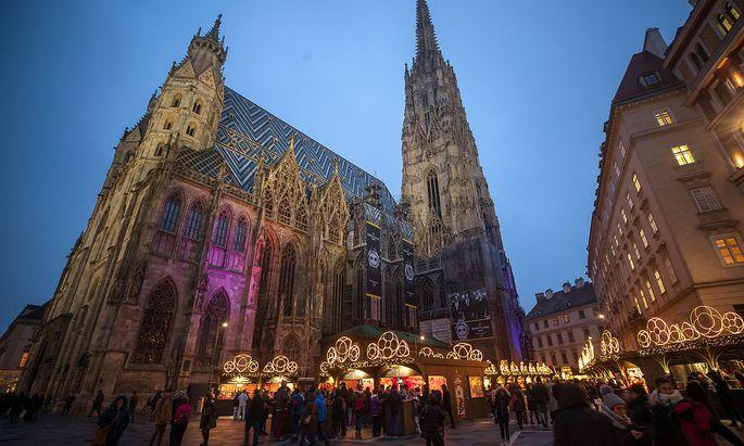 Der Christkindlmarkt am Wiener Stephansplatz soll Ziel eines Anschlagsplan dreier Verdächtiger gewesen sein.