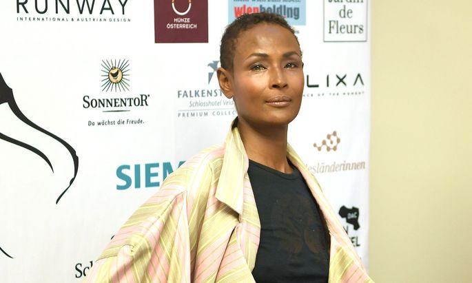 """Waris Dirie wurde am Mittwochabend bei den """"Women of the Year Awards"""" in der Kategorie """"Women for Women"""" ausgezeichnet."""