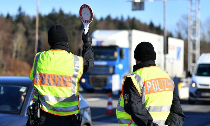 Polizei an der österreichischen Grenze.