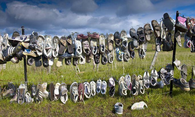 Shoes Hanging on Fence Shoes Hanging on Fence Launceston Tasmania Australia PUBLICATIONxINxGERxSUI