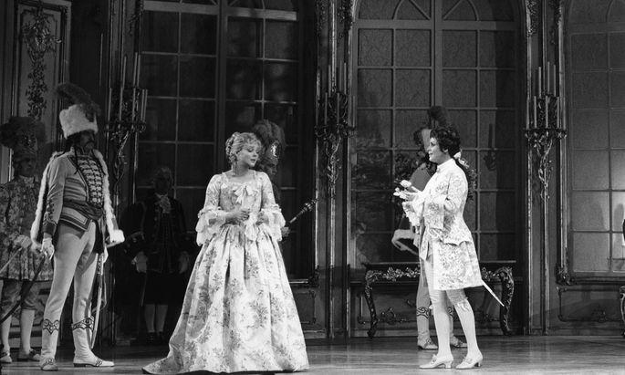 """Brigitte Fassbaender (rechts) mit Lucia Popp im """"Rosenkavalier""""."""
