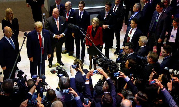 Dondald Trump in Davos vor Journalisten.