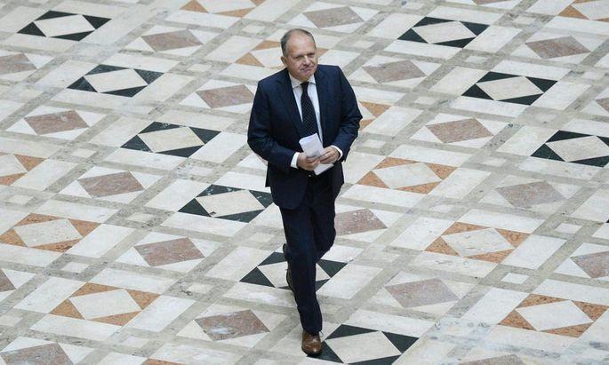 Ein schwerer Weg: Ernst Strasser im Wiener Justizpalast (Bild vom Oktober 2014) – damals sprach der OGH das letzte Wort.