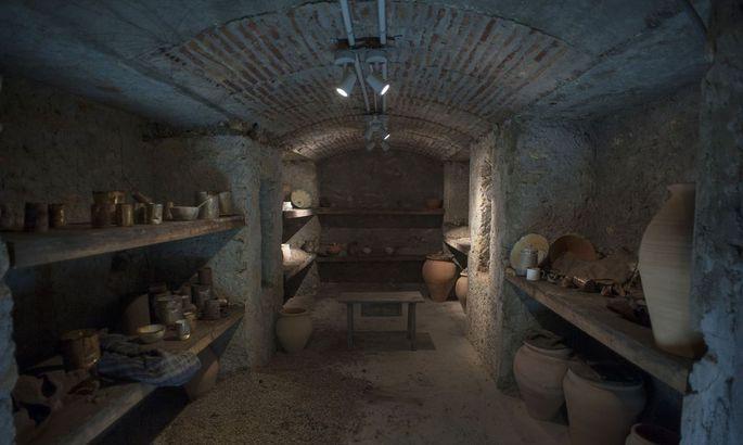 SPAIN-HISTORY-CIVIL-WAR-SHELTER