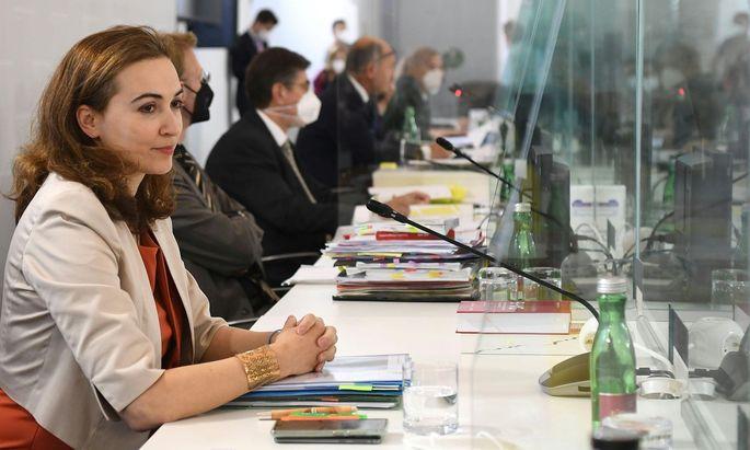 Auf Ladung der ÖVP zum zweiten Mal im U-Ausschuss: Justizministerin Alma Zadic (Grüne)