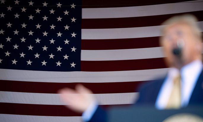 Einmal sagt er so, ein anderes Mal so: Donald Trump verwirrt im Syrien-Krieg Freund wie Feind. Bisher profitieren davon vor allem die Gegner der USA.