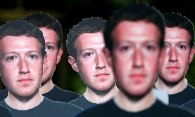 Für manche ein Feindbild, etwa in Brüssel. Mit Pappfiguren von CEO Mark Zuckerberg wurde 2018 die Übermacht von Facebook kritisiert.