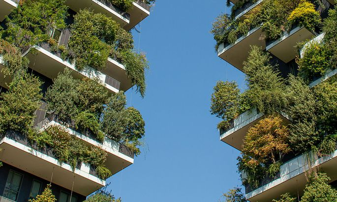 """Mehr Licht, Luft, Pflanzen: Architekten, Stadt- und Büroplaner arbeiten daran. Etwa das Büro Boeri mit dem """"Bosco Verticale"""" in Mailand."""