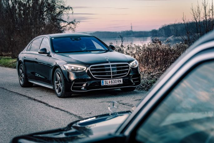 """Start für Nummer Sieben (Baureihe 223): Seit 1972 tragen Oberklassenlimousinen von Mercedes das Signet S-Klasse, ursprünglich für """"Sonderklasse""""."""