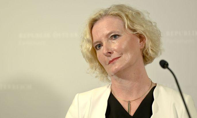 """Laut SPÖ-Fraktionsführerin Karin Greiner werden die Abgeordneten von der ÖVP """"papierlt werden"""" - daher brauche es eine Ausweitung der Wahrheitspflicht."""