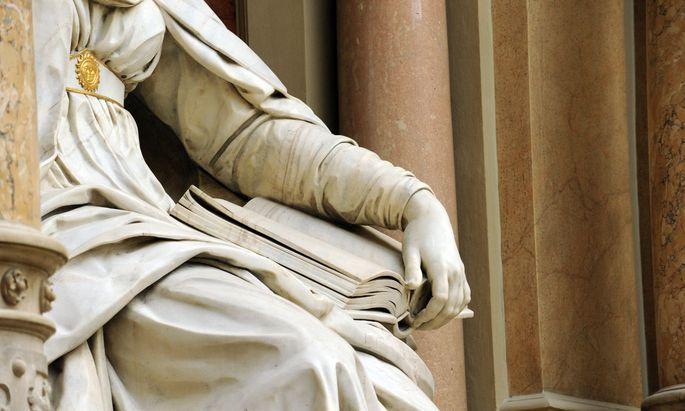 Kann Justitia (Bild: Ausschnitt der Statue im Wiener Justizpalast), die Göttin der Gerechtigkeit, im Tauziehen um die WKStA vermitteln?