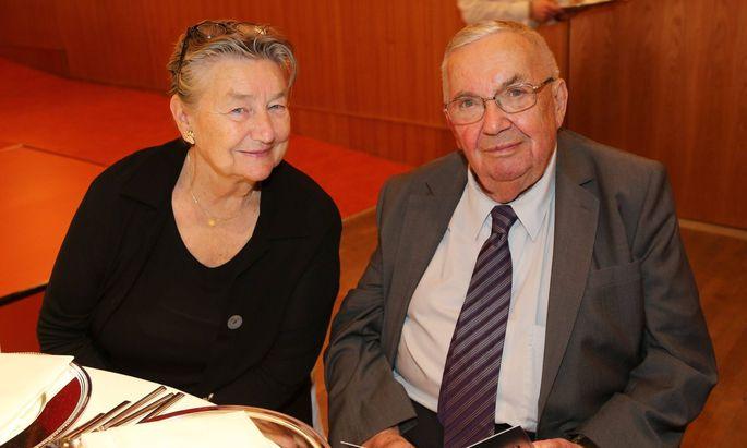 Archivbild von 2016: Gerald Weis mit seiner Frau