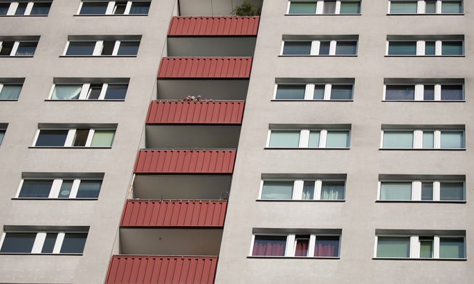 Die Berliner Stadtregierung will Mieten billiger machen.