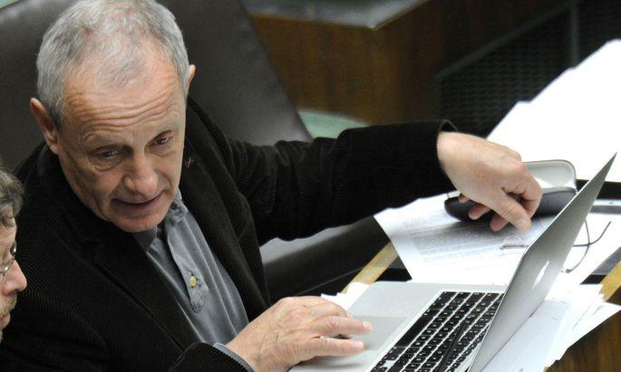 Peter Pilz fordert einen Untersuchungsausschuss, um zu klären inweiweit der NSA in Österreich Daten gesammelt hat.