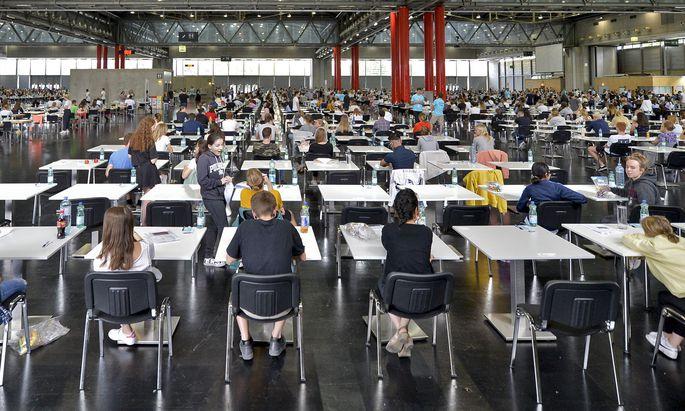 12.960 Bewerber ritterten beim Aufnahmetest am 5. Juli um die 1680 Medizinstudienplätze. Es hat also nur etwa jeder Achte einen Platz ergattert.
