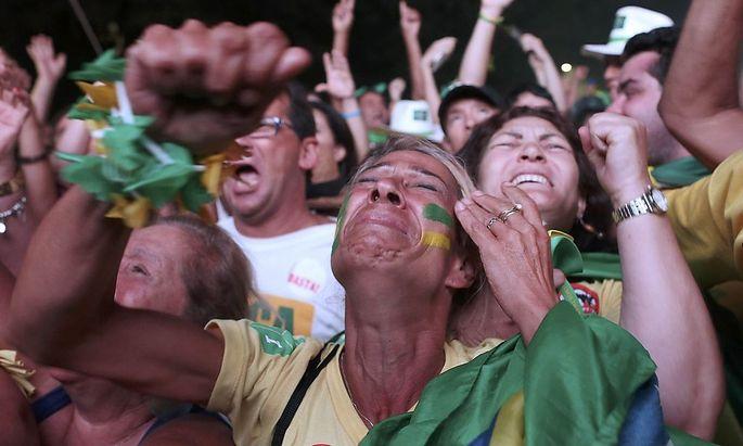 Gegner von Präsidentin Rousseff feiern